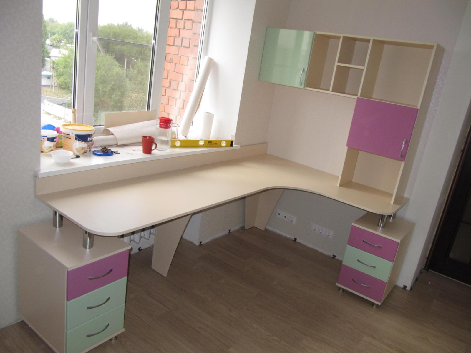 Столы компьютерные для детских комнат - mebeliportal.